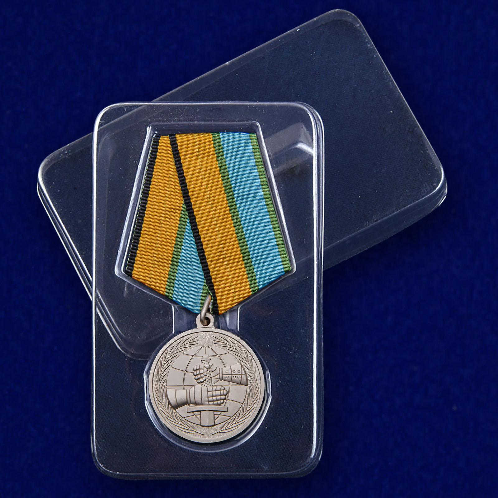 "Медаль МО ""За вклад в развитие международного военного сотрудничества"" в футляре"