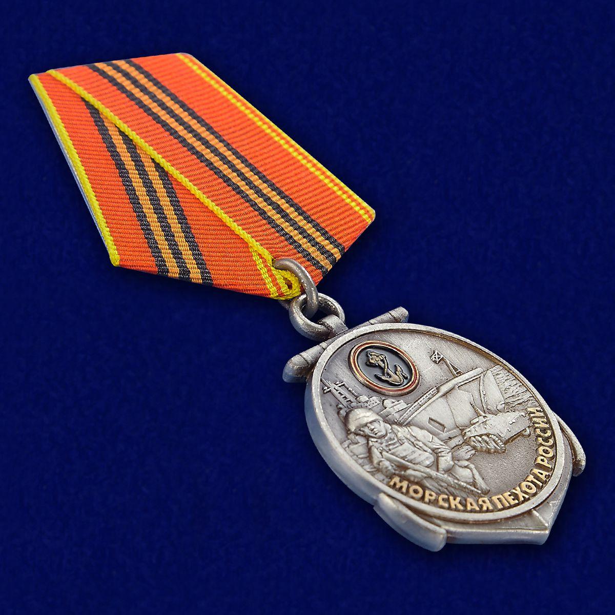 """Медаль """"Морская пехота России"""" в красивом футляре с покрытием из бордового флока - общий вид"""