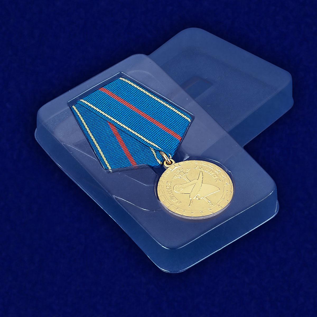 Медаль МВД РФ «За заслуги в управленческой деятельности» 1 степени - вид в футляре