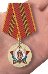 Медаль МВД РФ За заслуги. Ветеран - вид на ладони