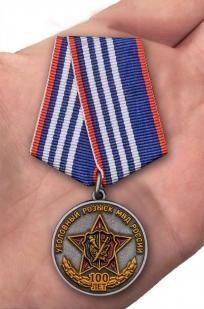 Медаль МВД России 100 лет Уголовному розыску - вид на ладони