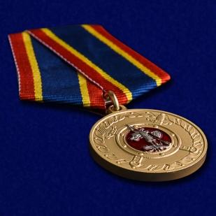 """Медаль МВД """"За добросовестную службу"""" в нарядном футляре из флока – общий вид"""