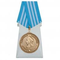 Медаль Нахимова на подставке - на подставке