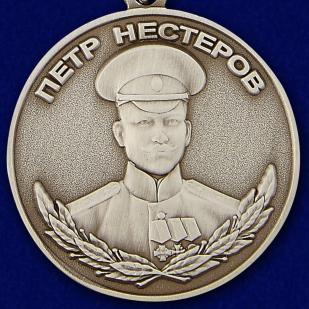 Купить медаль Нестерова в футляре из бархатистого флока с пластиковой крышкой