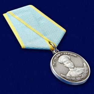 Медаль Нестерова в футляре из бархатистого флока с пластиковой крышкой - общий вид