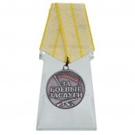 Медаль Новороссии За боевые заслуги на подставке