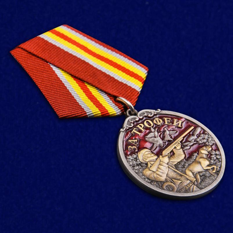 """Медаль охотника """"За трофеи"""" в красивом футляре из флока - общий вид"""