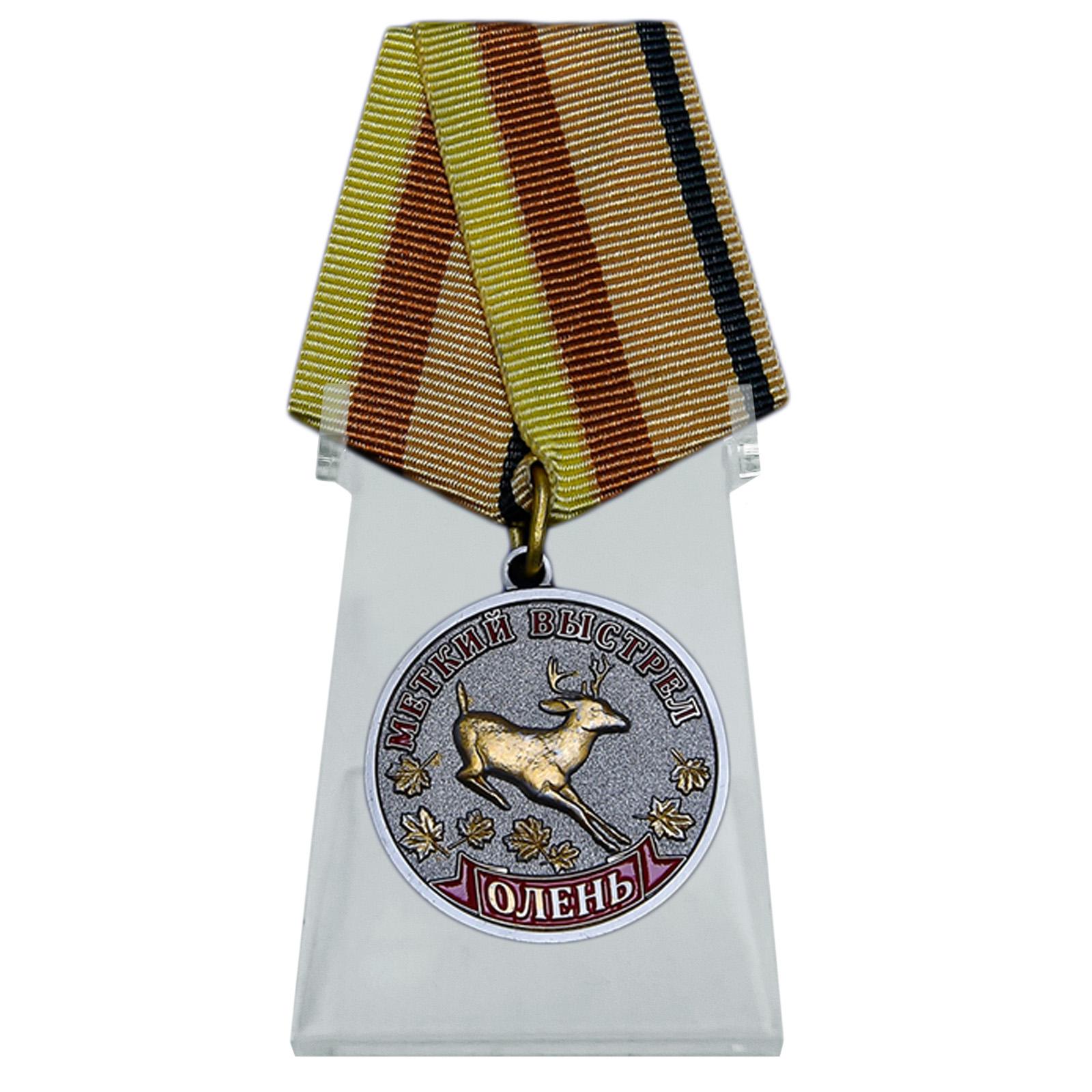 Медаль Олень на подставке