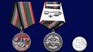 Медаль За службу в Панфиловском погранотряде - сравнительный размер