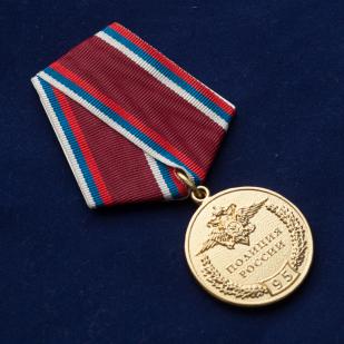 """Медаль полиции России """"95 лет"""" -вид под углом"""