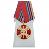 Медаль За боевое содружество на подставке
