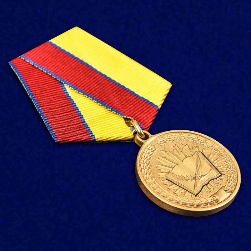 """Медаль Росгвардии """"За особые достижения в учебе"""" в наградном футляре отменного качества"""