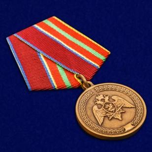 """Медаль Росгвардии """"За заслуги в труде"""" в бордовом футляре отменного качества"""