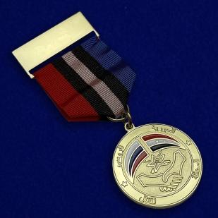 """Медаль """"Российско-Сирийская дружба"""" в футляре из бархатистого флока -  общий вид"""