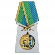 Медаль РВВДКУ с мечами на подставке