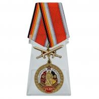 Медаль с мечами ГСВГ на подставке