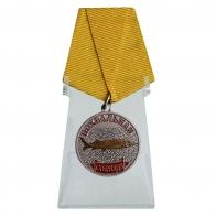 Медаль с рыбой Стерлядь на подставке
