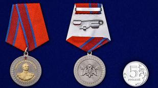 Медаль с символикой Росгвардии Генерал от инфантерии Е.Ф. Комаровский - сравнительный вид