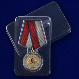 Медаль с символикой Росгвардии За спасение - в пластиковом футляре