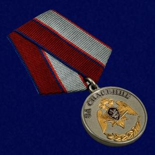 Медаль с символикой Росгвардии За спасение - общий вид