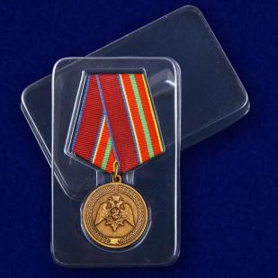 Медаль с символикой Росгвардии За заслуги в труде - в пластиковом футляре