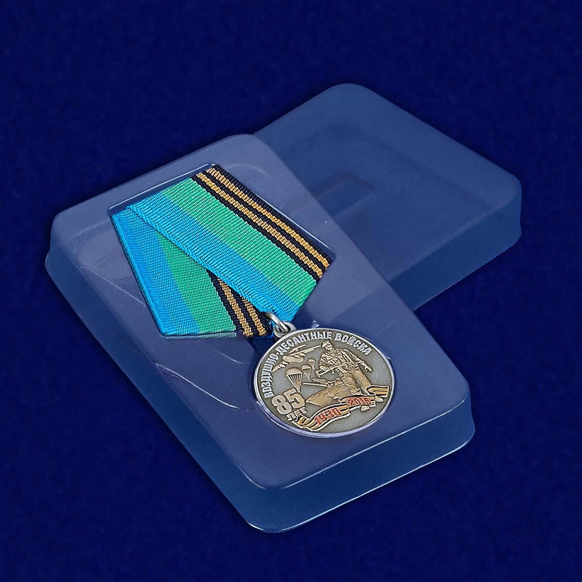 Медаль с символикой ВДВ - в пластиковом футляре