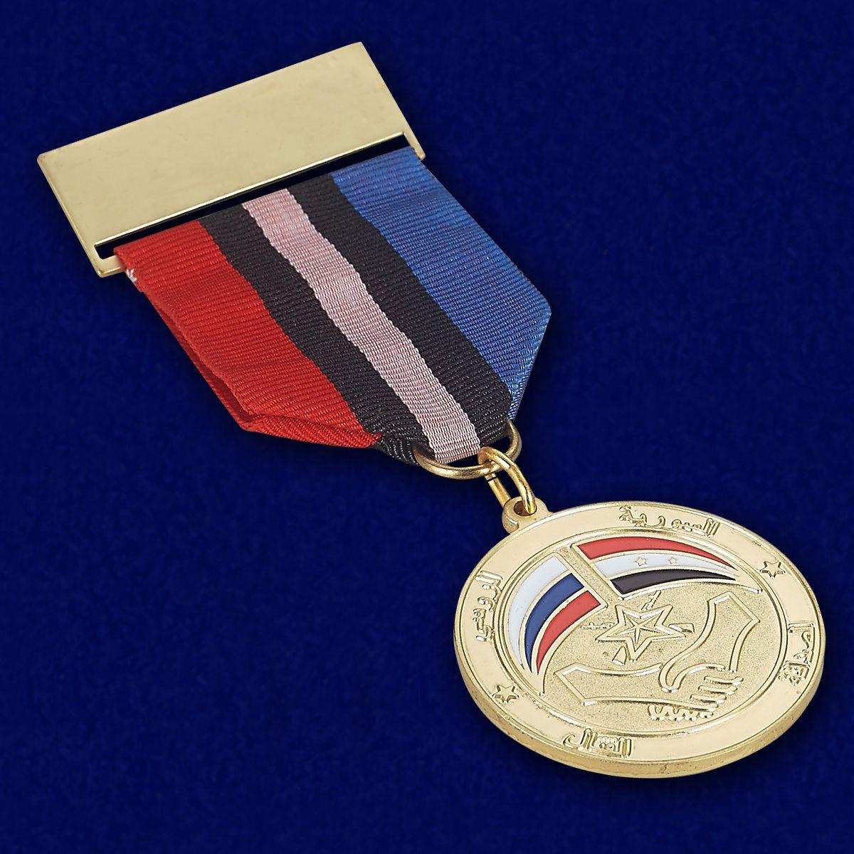 Медаль Сирийско-российская дружба - вид под углом