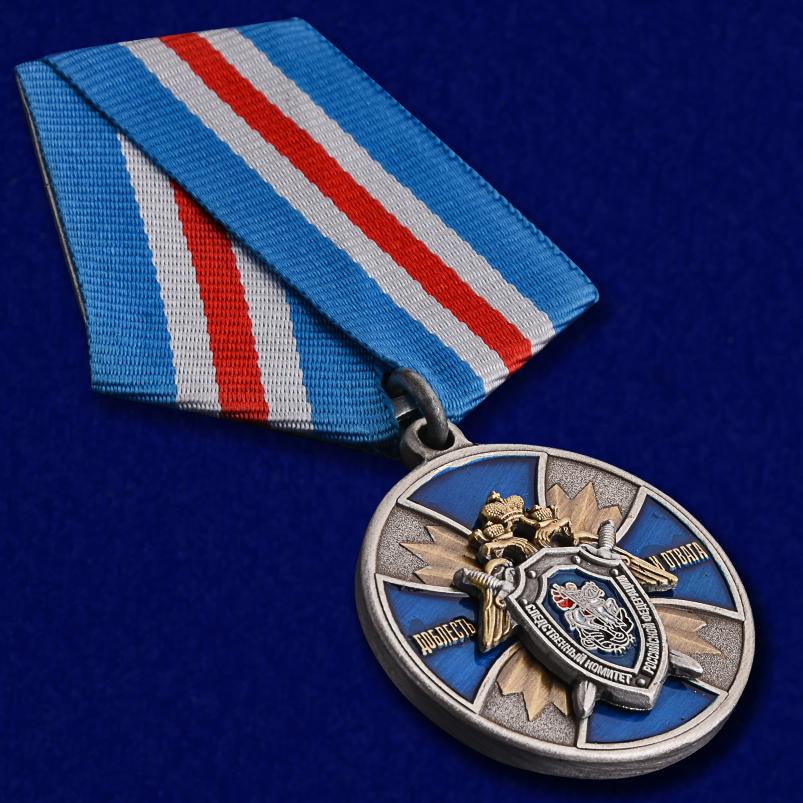 """Медаль СК РФ """"Доблесть и отвага!"""" в оригинальном футляре с покрытием из флока - общий вид"""