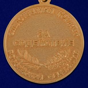 """Медаль СК РФ """"За содействие"""" в красивом футляре из темно-бордового флока - купить в подарок"""