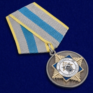 """Медаль СК РФ """"За верность служебному долгу"""" в нарядном футляре из флока - общий вид"""