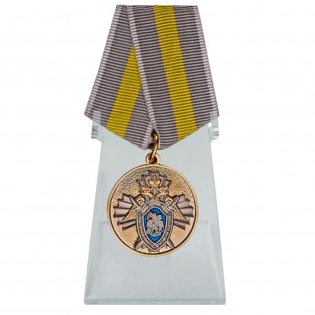 Медаль СК РФ За заслуги на подставке