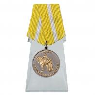 Медаль Слава женщинам-казачкам на подставке