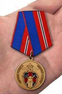 Медаль Служба Тыла МВД России - вид на ладони
