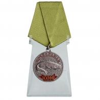 Медаль Сом на подставке
