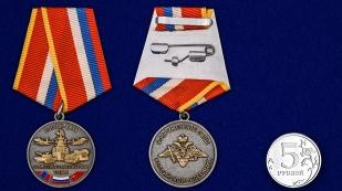 Медаль Совместные стратегические учения Восток-2018 - сравнительный размер
