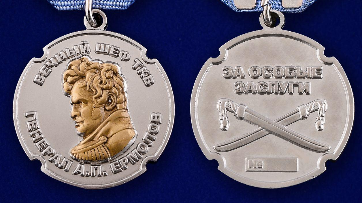 """Медаль ТКВ """"За особые заслуги"""" в футляре из бордового флока - аверс и реверс"""