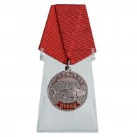 Медаль Тунец в подарок на подставке