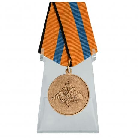 Медаль Участнику борьбы со стихией на Амуре на подставке