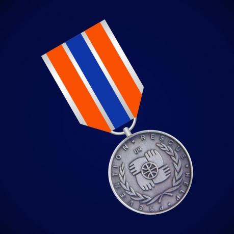 "Медаль ""Участнику чрезвычайных гуманитарных операций"" (англ) МЧС"