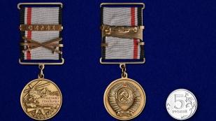 """Медаль """"Участнику локальных конфликтов"""" в футляре из флока с пластиковой крышкой - сравнительный вид"""