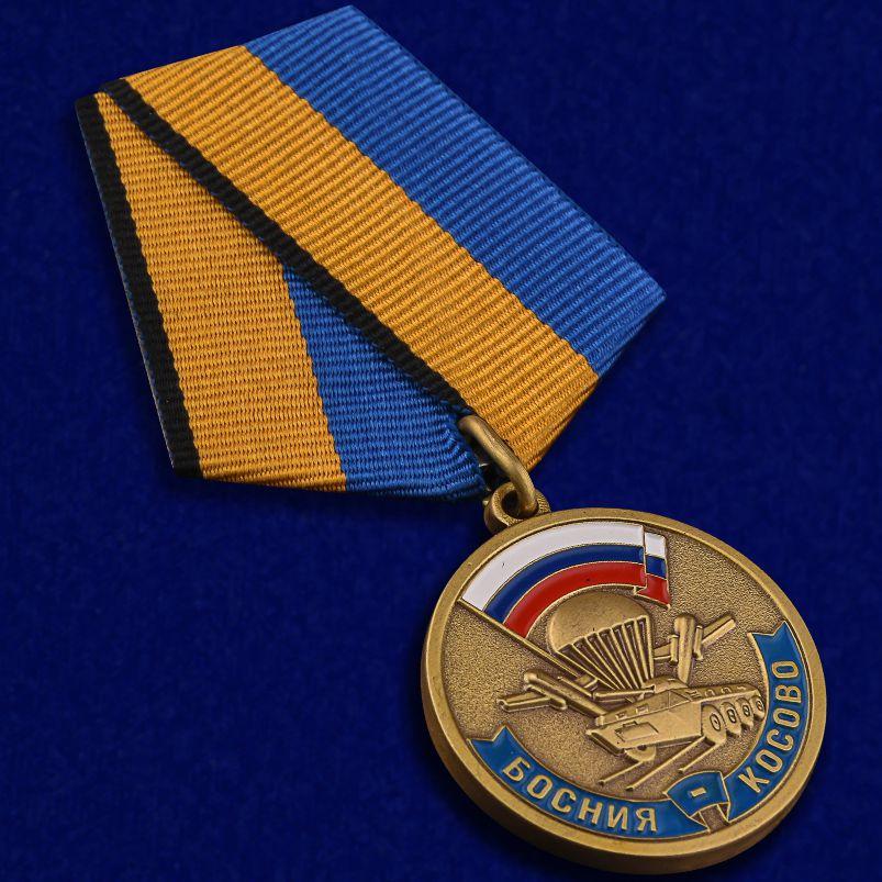 """Медаль """"Участнику марш броска Босния Косово"""" - вид под углом"""