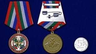 Медаль Учение Центр-2015 на подставке - сравнительный вид