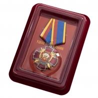 """Медаль Уголовного розыска """"За заслуги"""" в бордовом футляре из флока с прозрачной крышкой"""