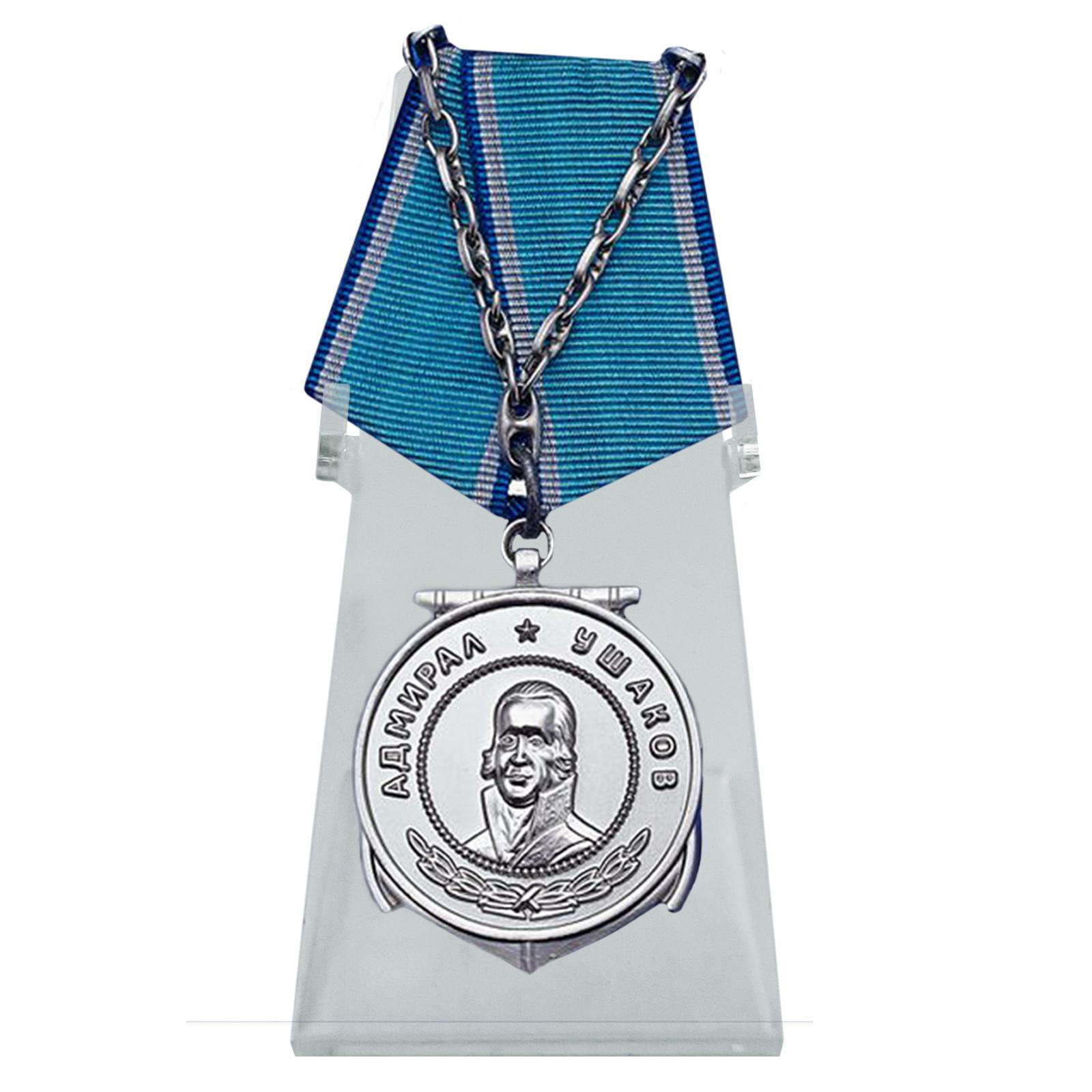 Медаль Ушакова на подставке