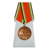 Медаль В память о службе на подставке