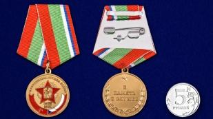 """Медаль """"В память о службе"""" ЦГВ в бордовом футляре из флока - сравнительный вид"""