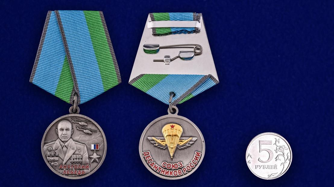 Медаль ВДВ Анатолий Лебедь в футляре с удостоверением - сравнительный вид