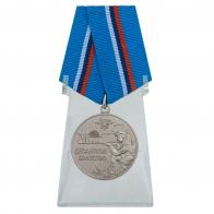Медаль ВДВ Десантное братство на подставке