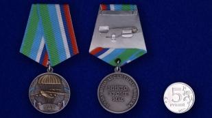 Медаль ВДВ Никто, кроме нас в футляре с удостоверением - сравнительный вид