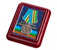 """Медаль ВДВ """"С неба в бой!"""" в бархатистом футляре из флока"""